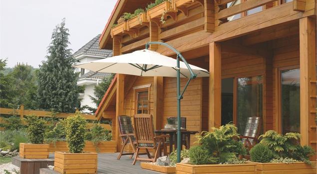 Jak dbać o meble ogrodowe i inne elementy drewniane?