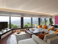 Aranżacja dużego salonu z widokiem – pomysł na nowoczesny salon