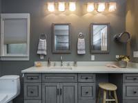 Szara łazienka – pomysł na aranżację małej łazienki